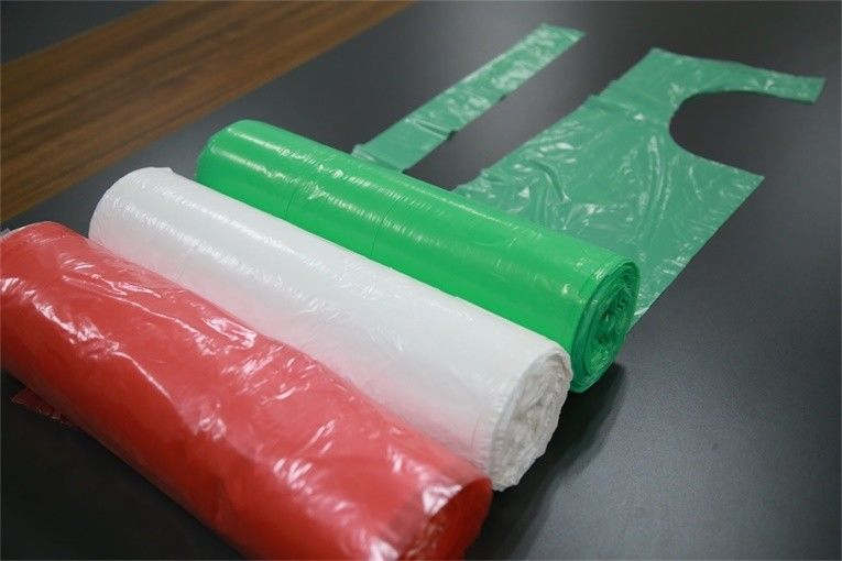LDPE / HDPE Kitchen Plastic Aprons On Roll , Disposable Adult Aprons Anti - Oil