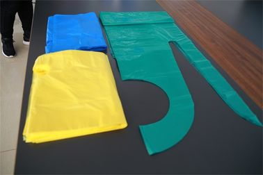 China Colorful Disposable PE Apron Flat Packed , Plastic Kitchen Aprons OEM Service factory
