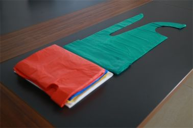 China Plastic Food Processing Aprons Flat Packed , Colored Disposable Polythene Aprons factory