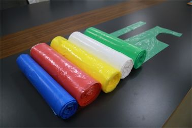 China LDPE / HDPE Disposable Plastic Aprons Flat Pack On A Roll Single Use Dust Proof factory